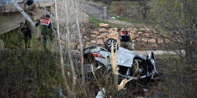 Sivas'ta korkunç kaza! Otomobil dere kenarına uçtu