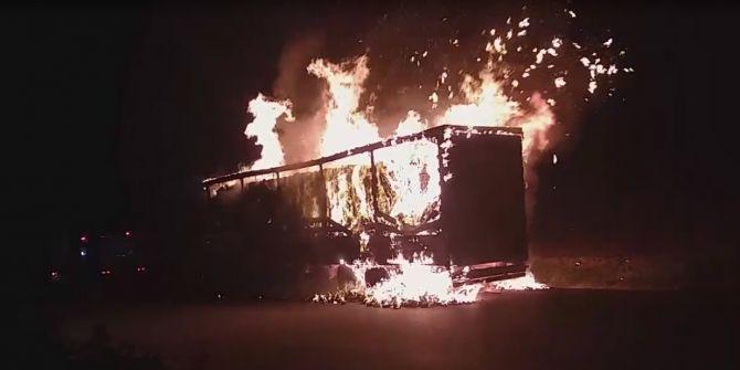 Manisa'da seyir halindeki tırda yangın çıktı!