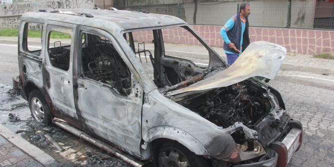 Seyir halindeyken aracı yanan kadın hayatını zor kurtardı!