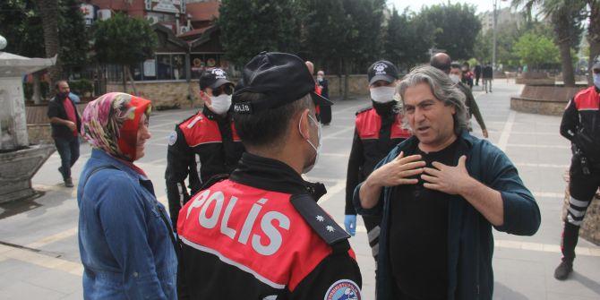 Adana'da polisle yaşanan maske tartışması: ''Bunlar boş şeyler ya''