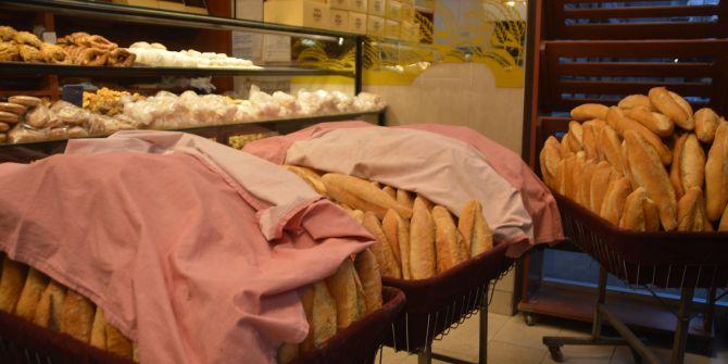 Sokağa çıkma yasağının ilk gününde ekmekler dağıtıma hazırlandı