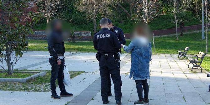 Parkta alkol alınca ceza yedi! Polise ''Bu yaptığınız çok anlamsız'' dedi