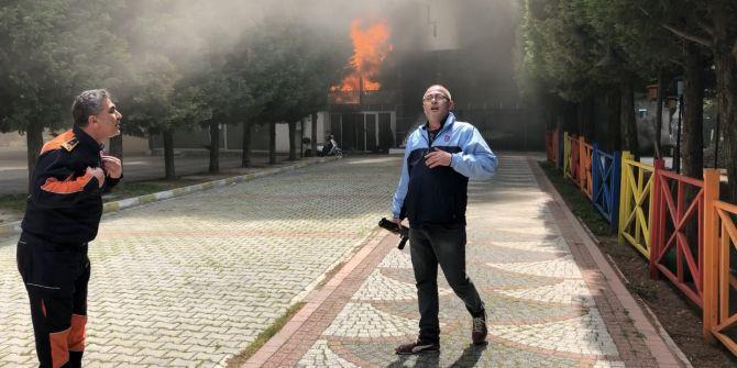 Beylikdüzü'de belediyeye kızan eli silahlı vatandaş iş yerini ateşe verdi!