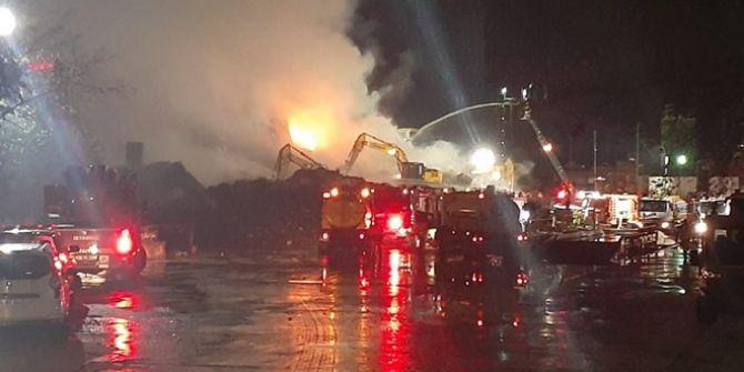 Küçükçekmece'de kağıt fabrikasında korkutan yangın! 15 saat sonra söndürülebildi