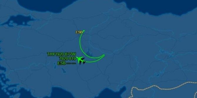 THY uçağının (TK 1920) gökyüzünde çizdiği Türk bayrağına beğeni yağmuru!