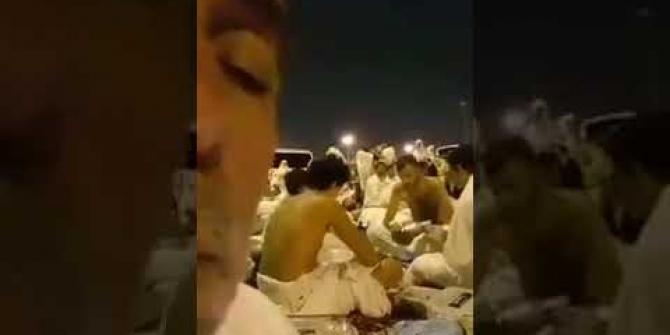 Kabe'de kağıt oynayan 4 adam Müslüman alemini ayağa kaldırdı