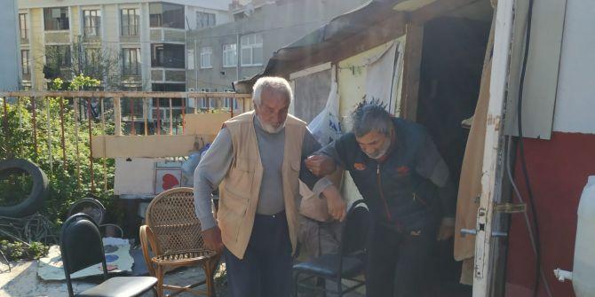 Baba ve oğlun barakadaki yaşam savaşı görenlerin yüreklerini sızlattı!
