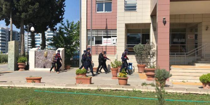 İzmir'de şoke eden olay! Evine girip ellerini ve ayaklarını bağlayıp gasp ettiler
