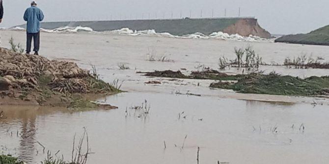 Baraj duvarları çöken Özbekistan'ın Sirderya vilayetini sel aldı!