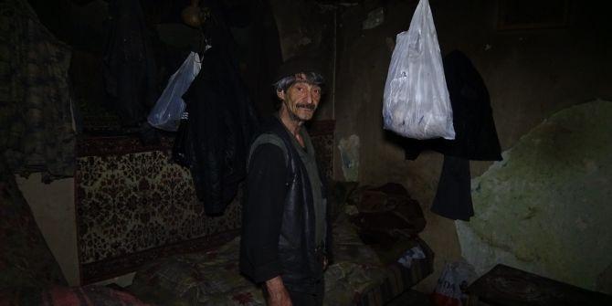 Bursa'da yalnız yaşayan yaşlı adamın kaldığı ev, görenlerin yüreklerini sızlattı!