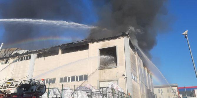 Kocaeli'nde tekstil fabrikasında yangın!