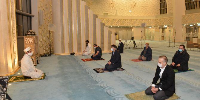 Almanya'da camiler tekrardan ibadete açılmaya başladı!