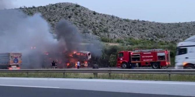 Mersin'de otomobil taşıyan tır cayır cayır yandı!
