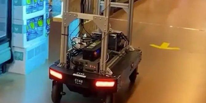 Amazon, koronavirüse karşı UV ışınları yayan bir market robot geliştirdi!