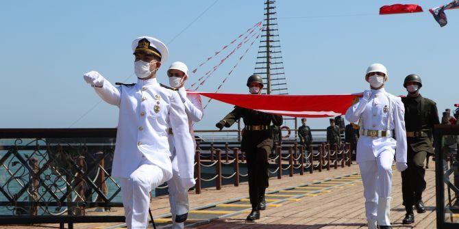 Atatürk'ü temsil eden bayrak Samsun'da karaya çıkarıldı!