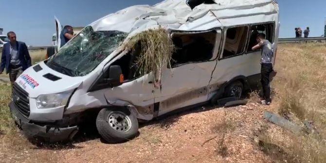 Şanlıurfa'da korkunç kaza! Kapasitesinin üstünde yolcu taşıyan minibüs devrildi