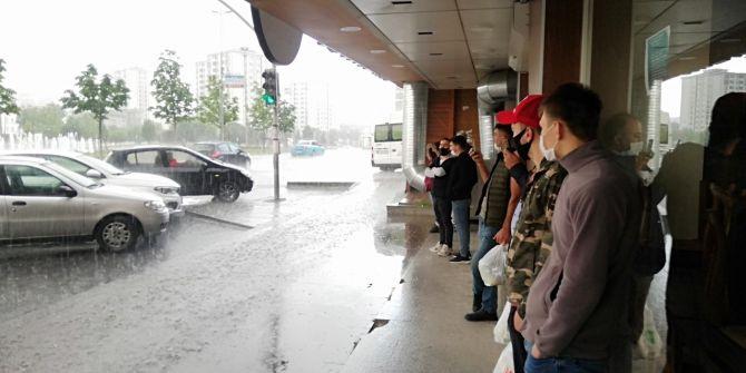 İstanbul'daki dolu yağışına vatandaşlar hazırlıksız yakalandı!