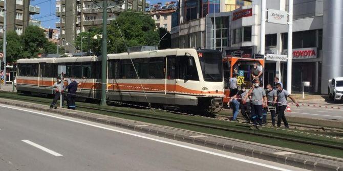 Gaziantep'te feci kaza! Tramvay raydan çıkıp direğe çarptı