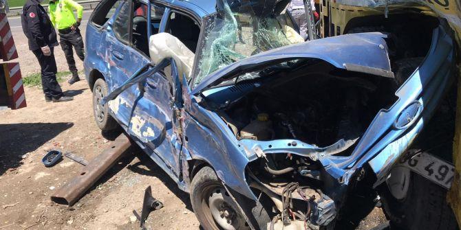 Erzurum'da otomobil vince çarptı! 1 kişi hayatını kaybetti
