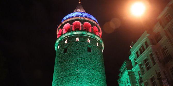 Galata Kulesi ve İstanbul'un köprüleri Azerbaycan'ın renklerine büründü!