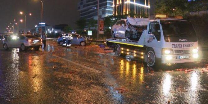 İstanbul'da kayganlaşan yolda zincirleme trafik kazası! 6 yaralı