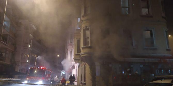Beşiktaş'ta yangını çeken gazetecilere tehdit: ''Kameranı kırarım''