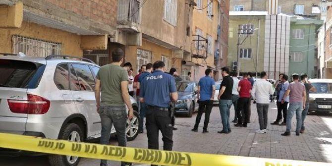 Diyarbakır'da polisin kimlik kontrolüne ateşle karşılık verdi! 1 polis şehit