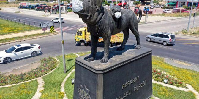 Aksaray'da koronavirüs farkındalığı! Köpek heykeline maske takıldı