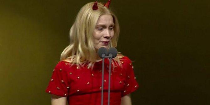 Aleyna Tilki Pantene ödül töreninde gözyaşlarına boğuldu