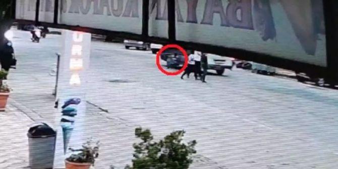 Babasının elini bıraktı! Minibüsün altında kalmaktan son anda kurtuldu