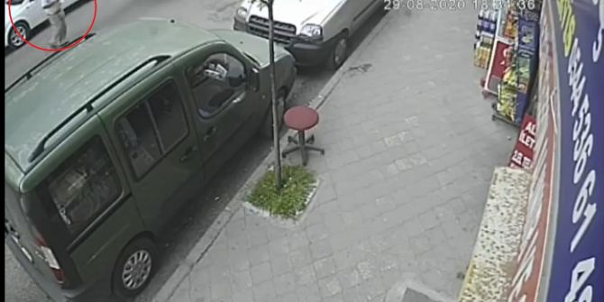 Yolda yürüyen yaşlı adamı ölüm teğet geçti!