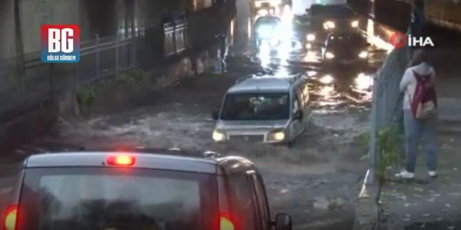 Bayrampaşa'da alt geçidi su bastı! Yol trafiğe kapandı