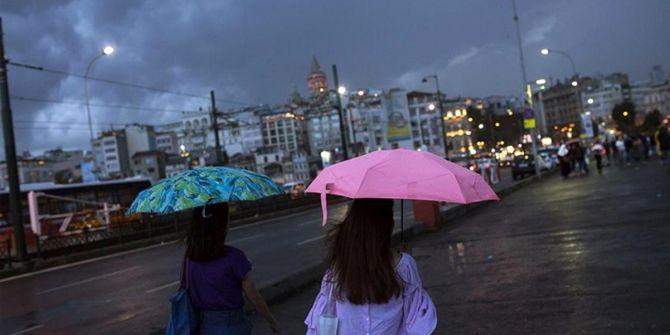 İstanbul gök gürültülü sağanak yağışa teslim oldu!