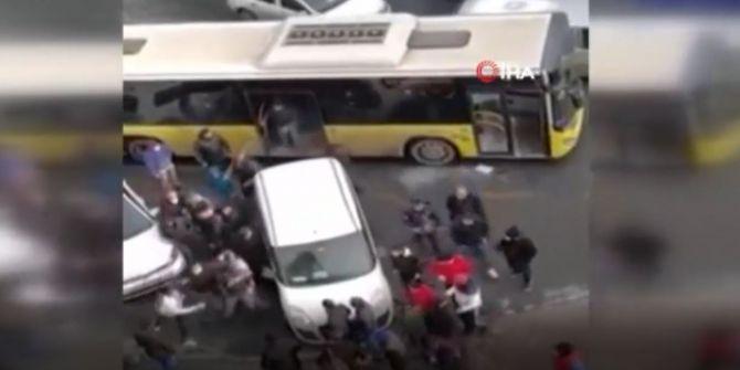 Otobüsün camını kırıp şoför ve oğluna dehşeti yaşattılar!