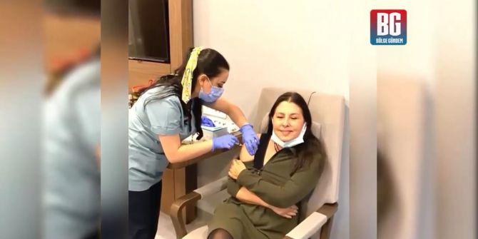 Takipçisinden Nilüfer'i çıldırtan yorum: ''Aşılar sol koldan Nilüfer Hanım!''