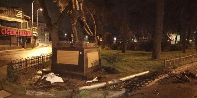 Eski Fenerbahçeli Alex De Souza'nın heykeline kaza şoku!