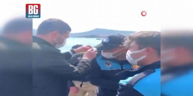 İzmir Foça'da düşen askeri eğitim uçağındaki pilotların kurtarılma görüntüleri!