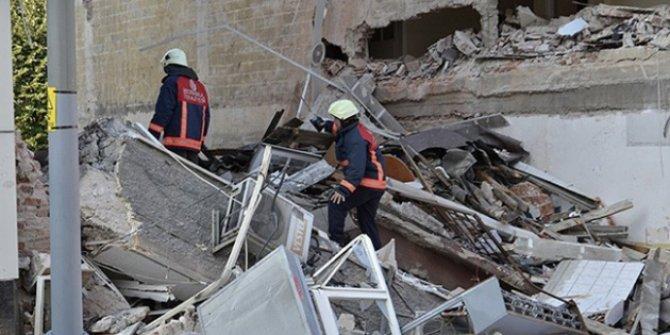 Üsküdar'da sağanak yağmurdan dolayı bina çöktü!